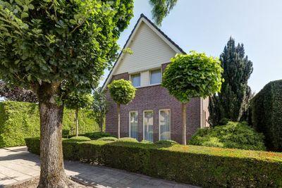 Annie Romeinstraat 1, Waalwijk