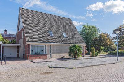 Azaleastraat 1, Winschoten