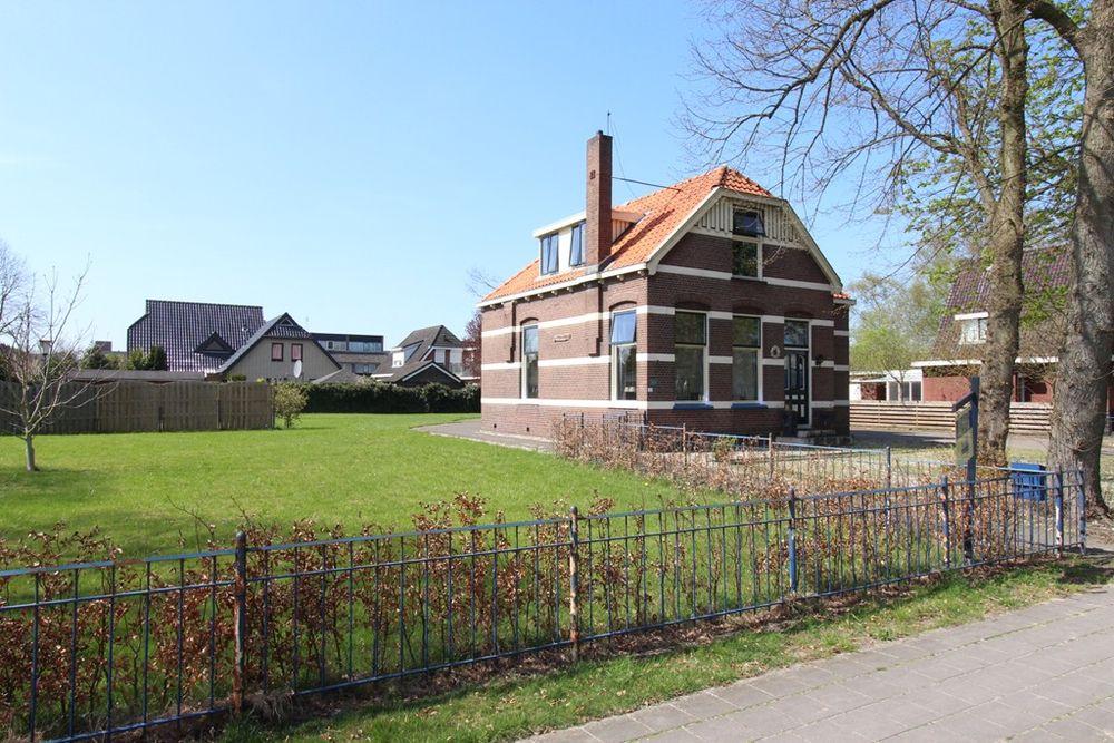 Meester Ovingstraat 12, Klazienaveen