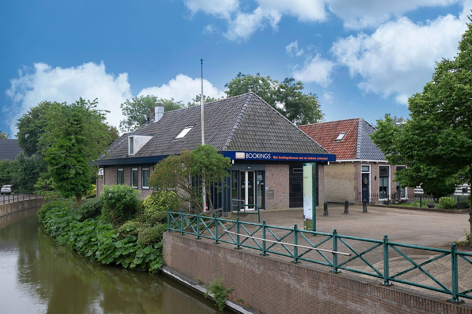 Kerkplein 1, Witmarsum