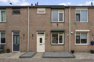 Verkouterenstraat 15, Halsteren