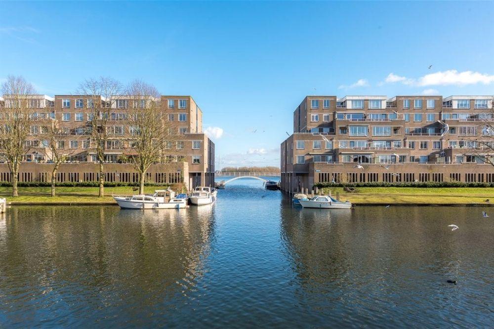 Urkwal 93, Almere