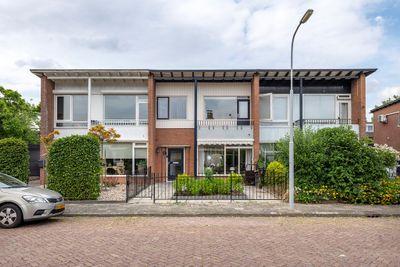 Burgemeester Van Den Steenstraat 16, Tiel