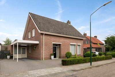 Pater van den Elzenstraat 35, Heesch