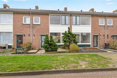 Kamperfoeliestraat 4, Nieuw-Vennep