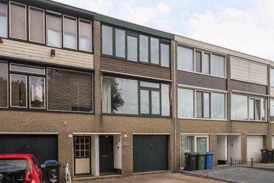 Knikbloem 16, Rotterdam