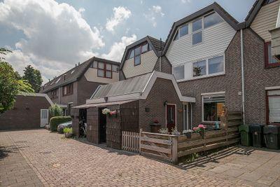 Esdoornhof 137, Kampen