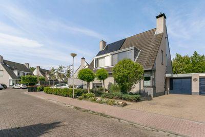 Arnold van Lieropstraat 17, Steenbergen