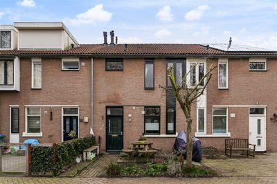 Hobbemaplantsoen 18, Oosterhout