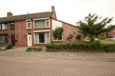 Beethovenstraat 35, Halsteren