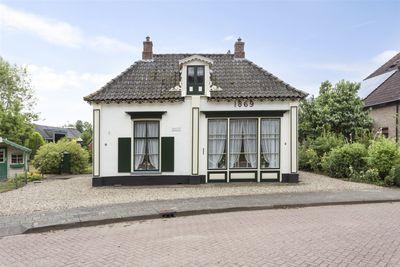 Dorpsplein 7, Nijbroek