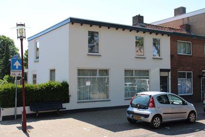 Dorpsstraat 180, Halsteren
