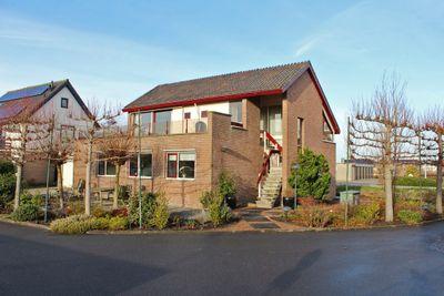 Kerkweg 3, Roelofarendsveen
