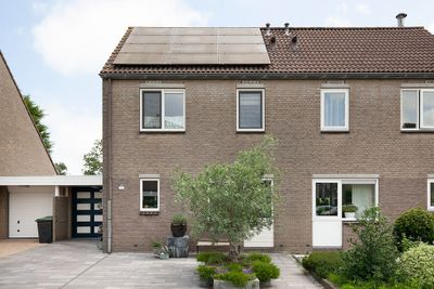 Roos Vosstraat 15, Schiedam