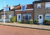 Burgemeester I. van Houtestraat 40, Oostburg
