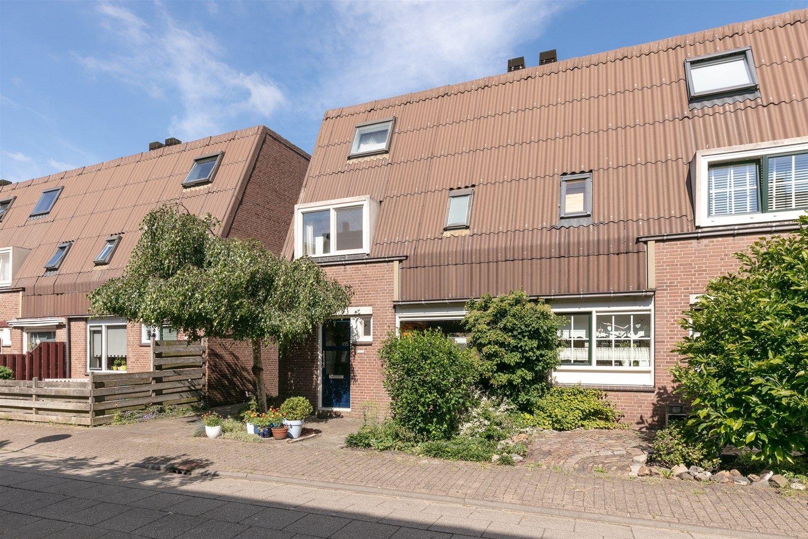 Bosgouw 221, Almere