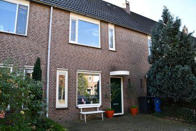 Van Yrtebelt 42, Zwolle