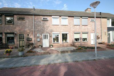 Magnoliastraat 13, Steenbergen