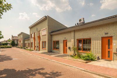 Carolusstraat, Helden