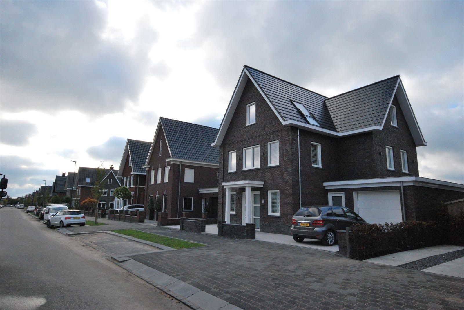 Den Oeverlaan 1-47, Volendam