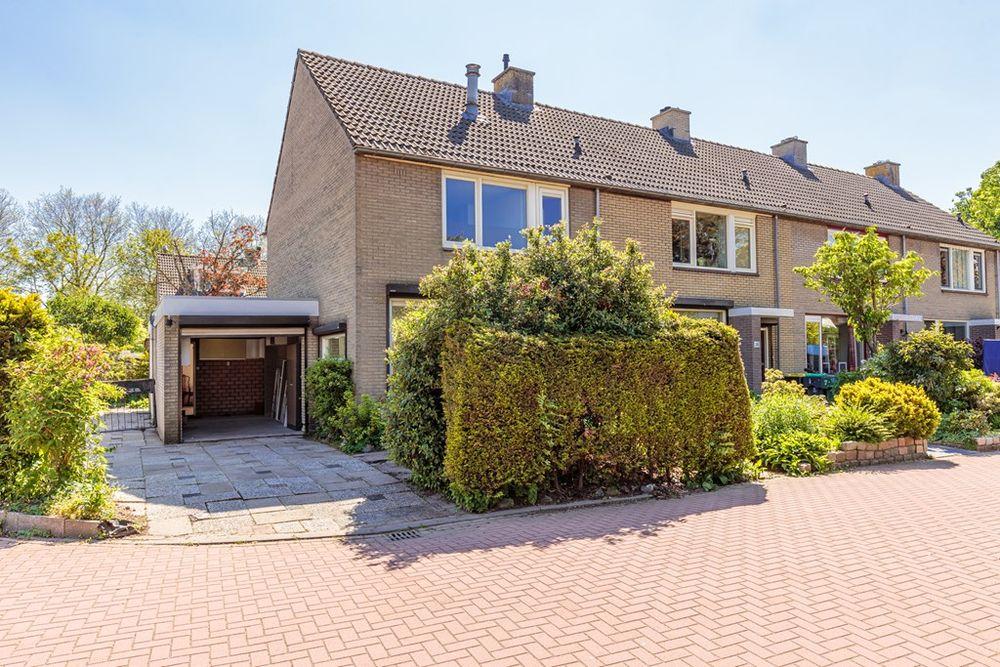 Heyne Van Althenastraat 26, Heinenoord