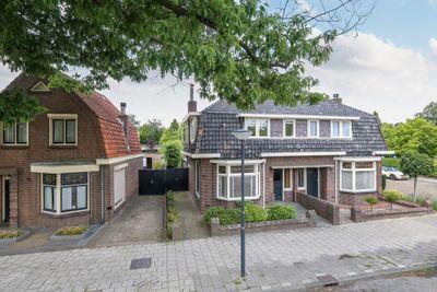 Burgemeester Van Der Klokkenlaan 17, Waalwijk