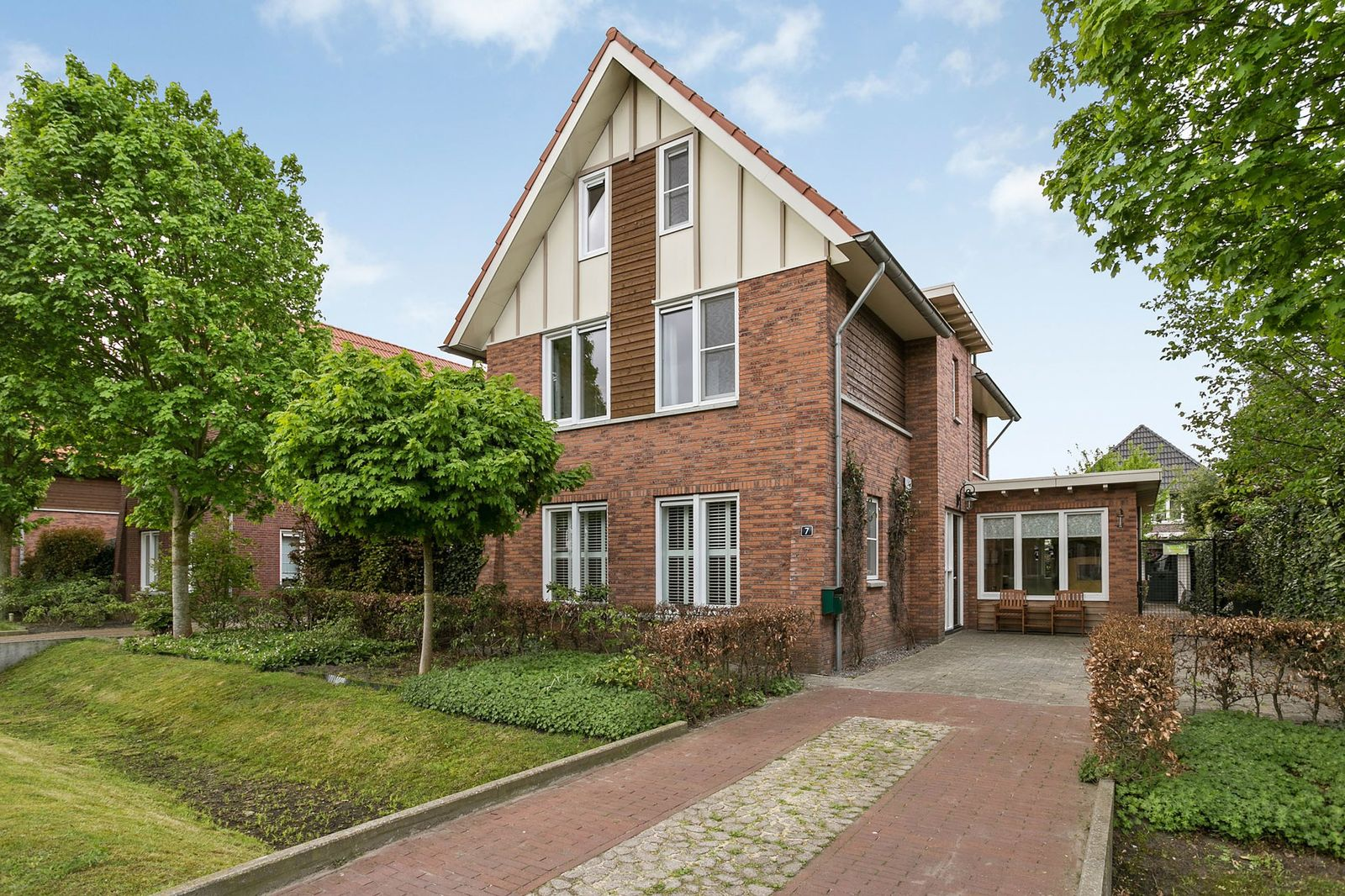 Zuidewijnlaan 7, Roosendaal