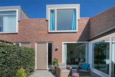 Helmstok 3, Almere