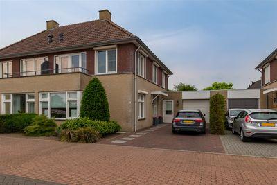 Taxhof 5, Wijk En Aalburg