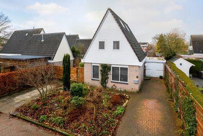 Velthoek 8, Veendam