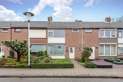Philips van Almondestraat 20, Helmond