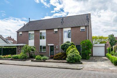 Klaverkamp 26, Hoogeveen