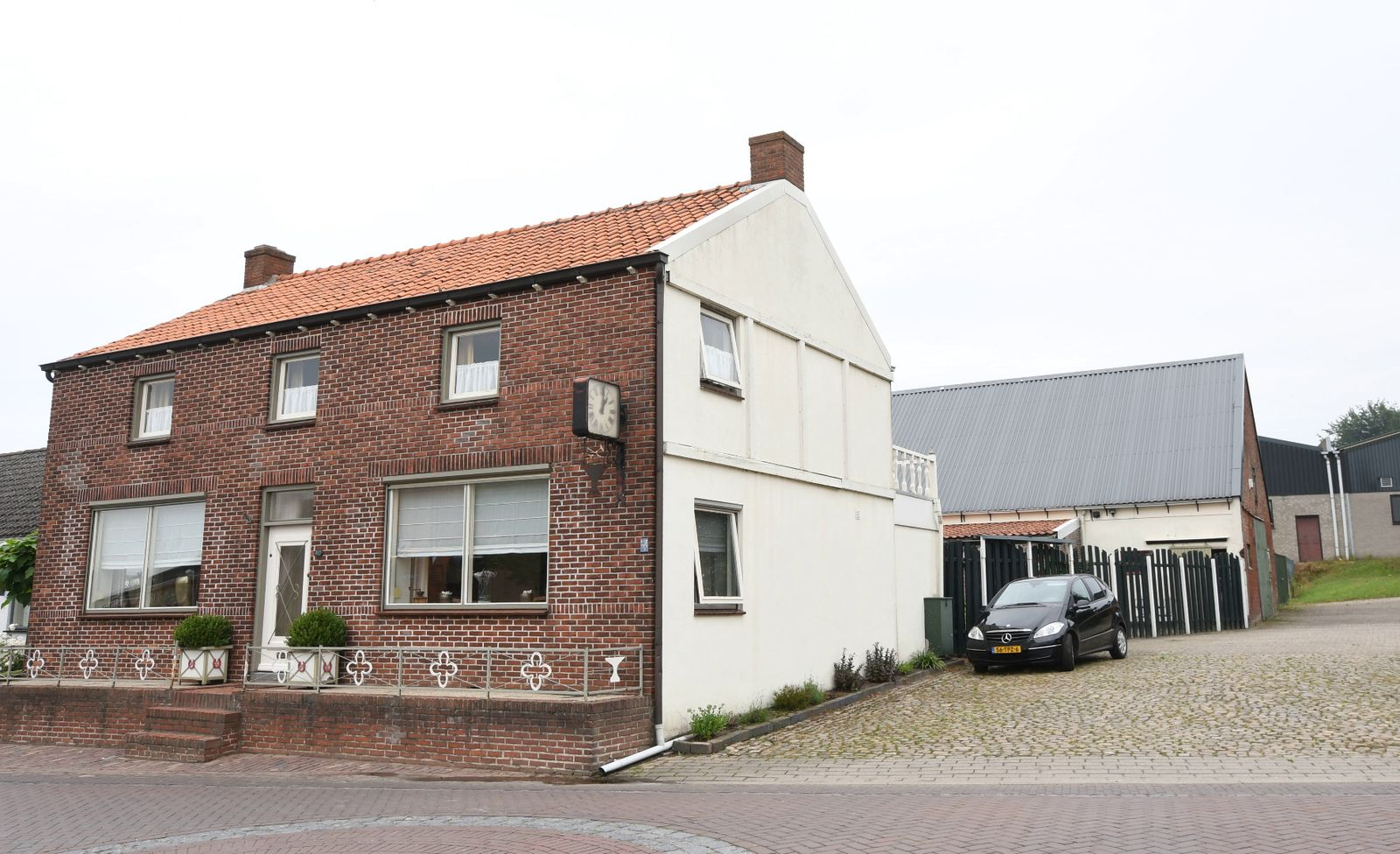 Dorpsstraat 100, Woensdrecht