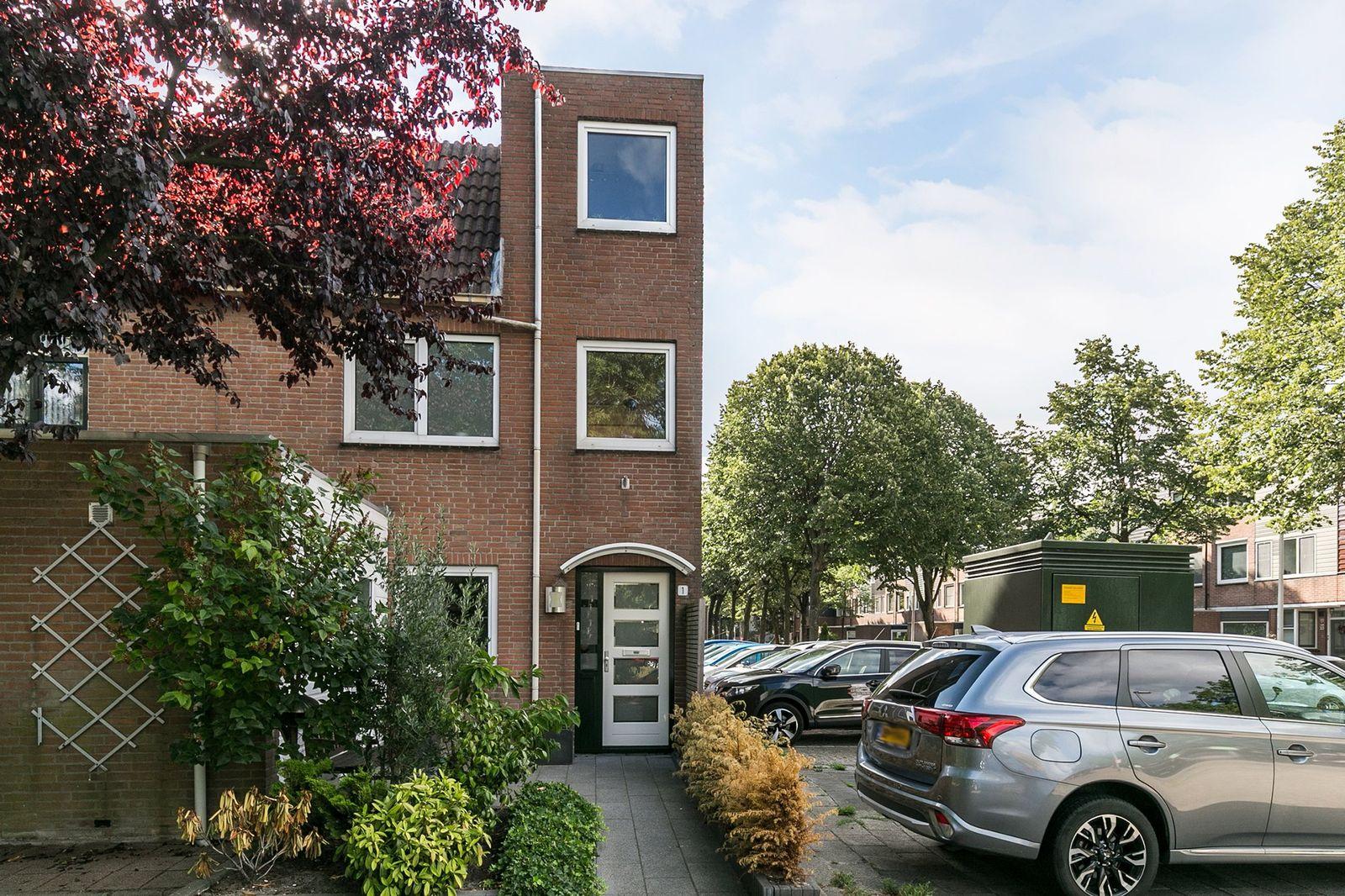 Izmirerf 1, Rotterdam