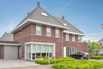 Caleche 42, Waalwijk