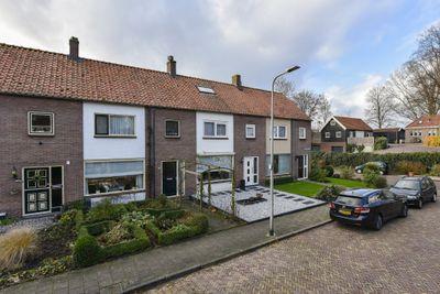 Van der Leeplein 9, Aarlanderveen