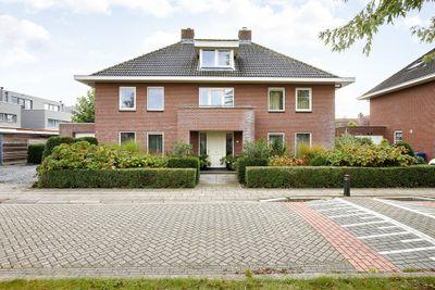 Henry Moorestraat 82, Almere