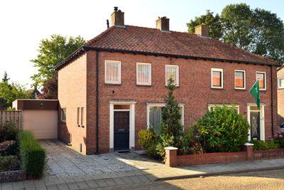 Emmastraat 12, Steenbergen