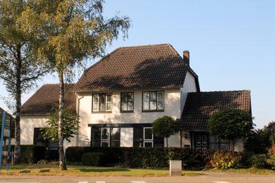 Peeldijk 2, Budel-dorplein
