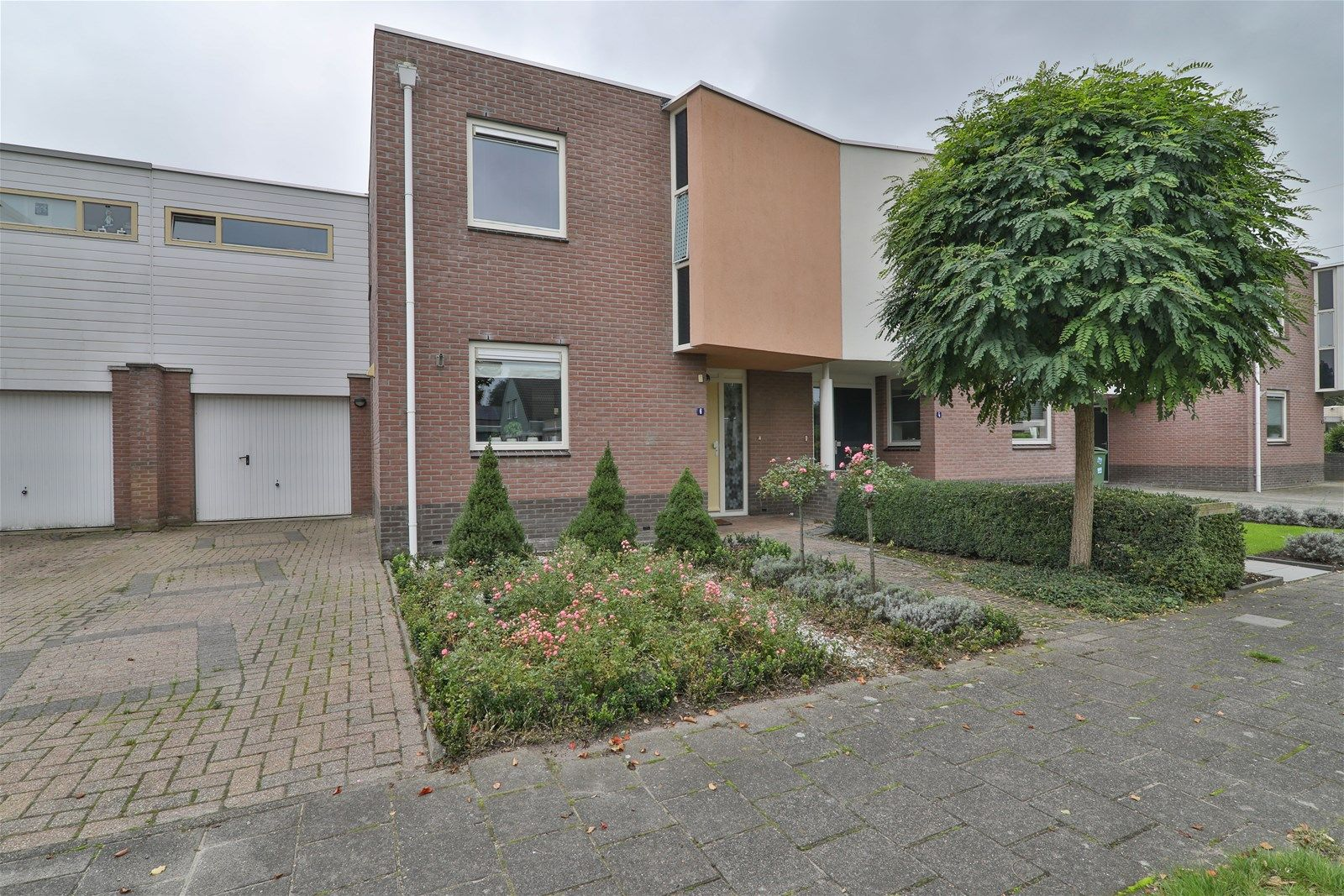 Weegbree 6, Hoogeveen