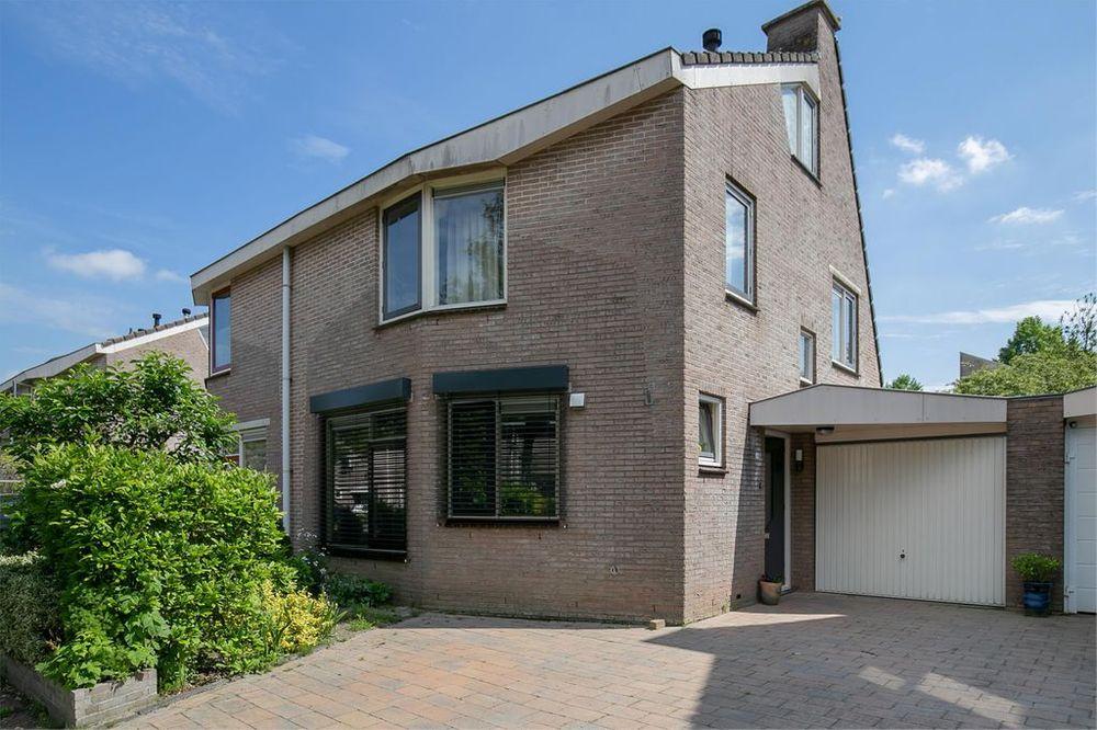 Hazeleger 69, Zeewolde