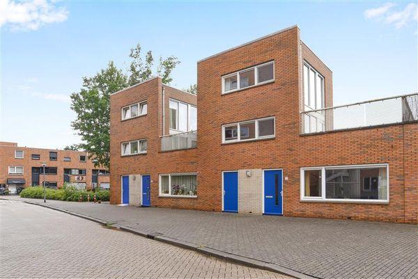 Palembangweg 11, Almere