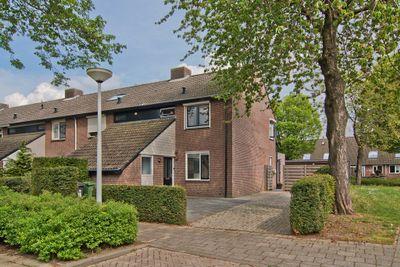 Henriette Roland Holststraat 16, Tiel