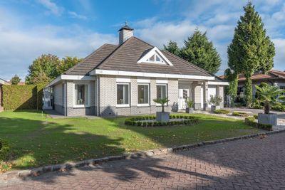 Hertog van Gelresingel 27, Horst