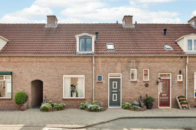Jan van Bruhezestraat 9, Steenbergen NB