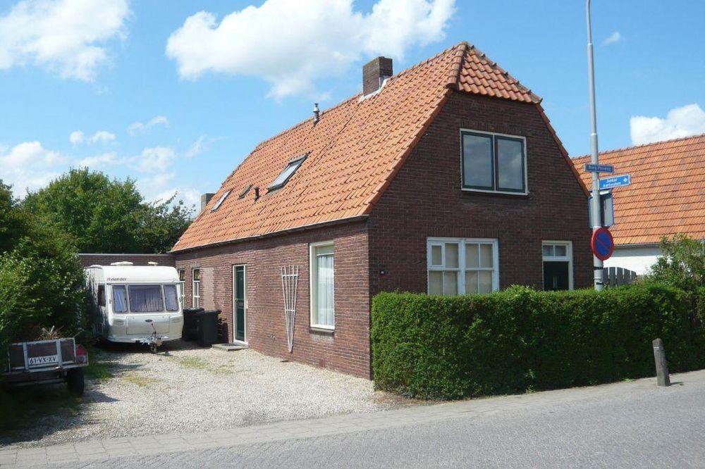 Burgemeester Posweg 46, Brakel