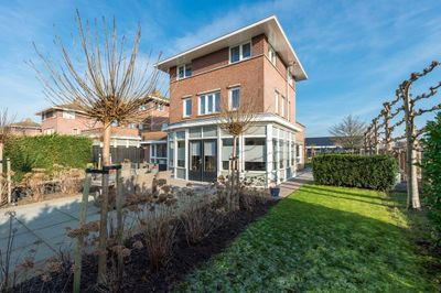 Herman de Manstraat 1, Sommelsdijk