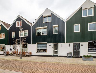 Hooiland 82, Urk