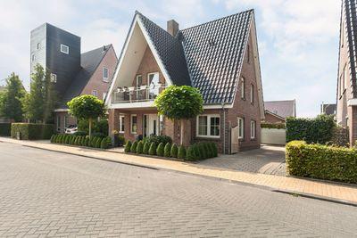Nienke van Hichtumweg, Heerenveen