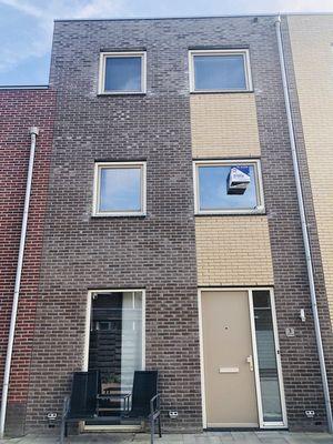 Vulcanuspad 3, Almere